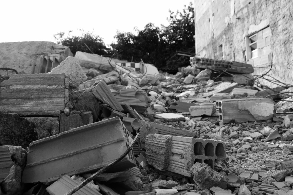 As evictions proceeded, remaining residents lived amongst the ruins and rubble of already-demolished houses. Photo: Margit Ystanes